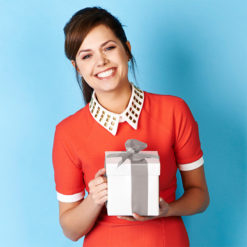 Gift-Wrapping-Tags_Model